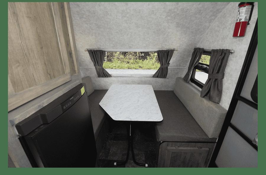 14-roulotte-ultralegere-prolite-voyage-camping-4-personnes-petit-vus-caravane-legere-profil-